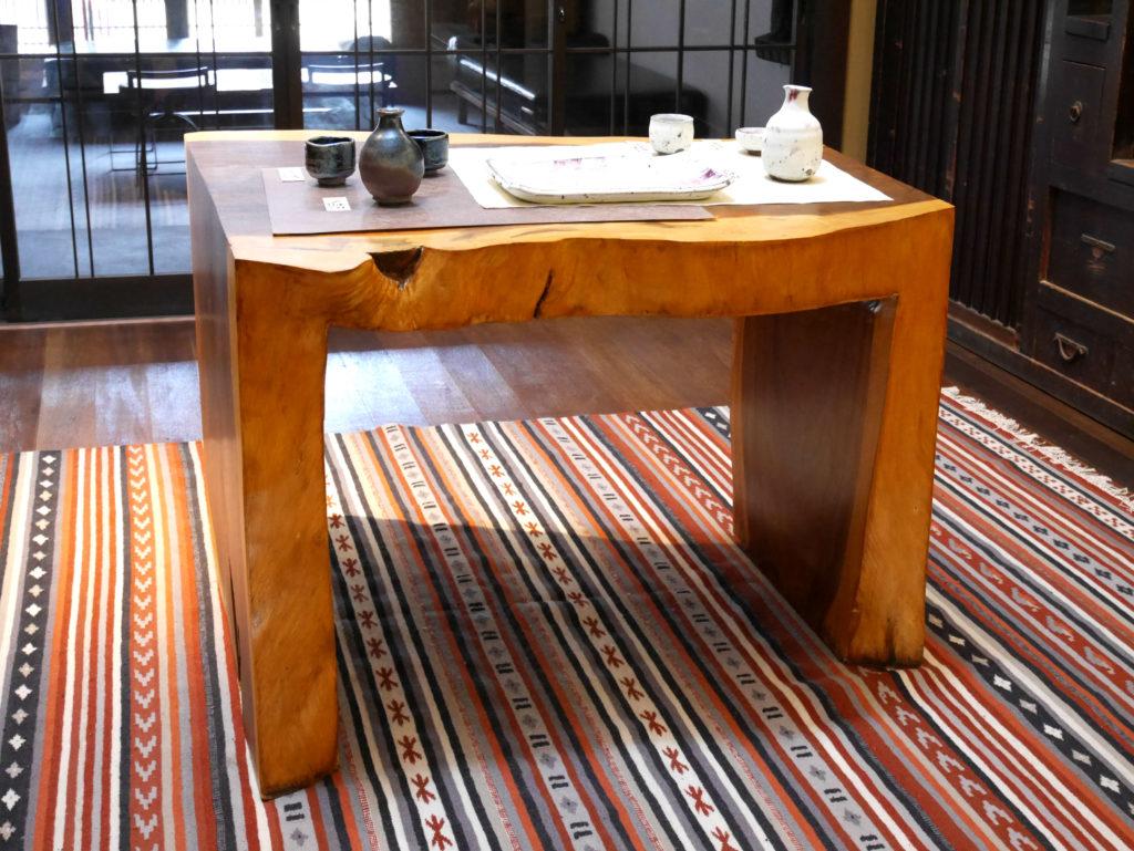 baison調度品 徹底解剖「一本木の机」